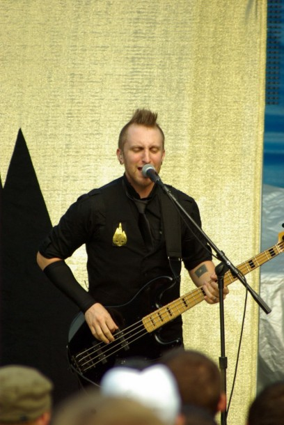 photo-Joel-Bruyere-TFK-bass-guitar-Thousand-Foot-Krutch-scream