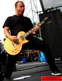 photo-Andrew-Welch-guitarist-Thousand-Foot-Krutch-TFK-2012