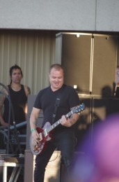 photo-Andrew-Welch-new-guitar-Thousand-Foot-Krutch-2012