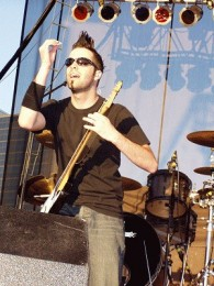 photo-Jamie-Aplin-guitar-Thousand-Foot-Krutch-live-2003