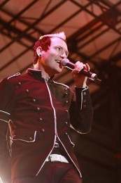 photo-Trevor-McNevan-vocal-Thousand-Foot-Krutch-move